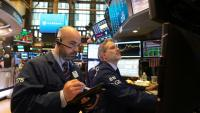 Traders sur le parquet du New York Stock Exchange le 17 mai 2018 à New York