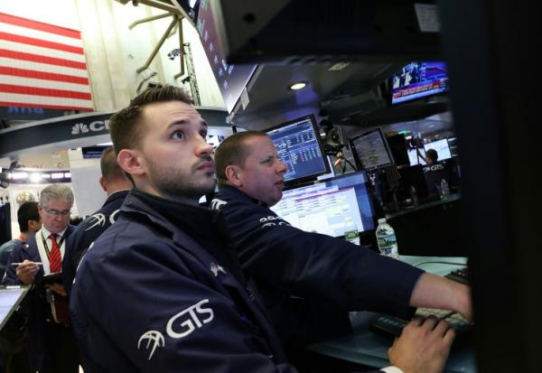 Traders sur le New York Stock Exchange, le 24 avril 2018