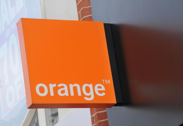 M6 et ORANGE signent un accord de distribution
