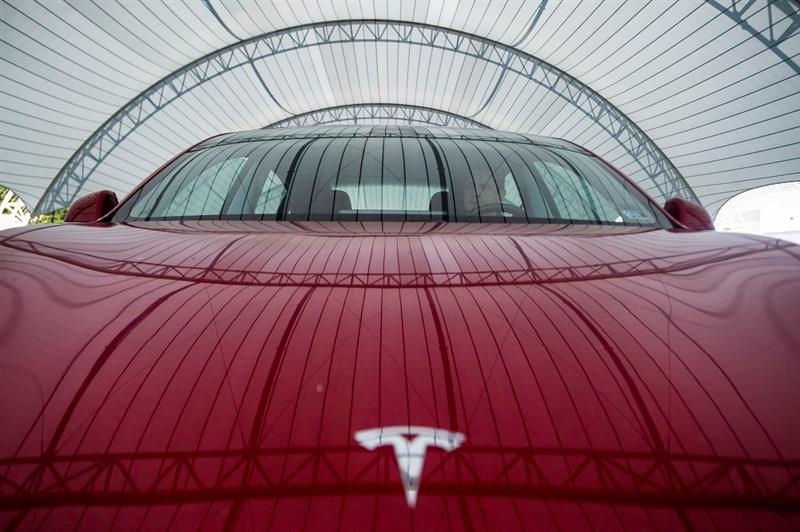 Tesla flambe, reprise de la production à Shanghai
