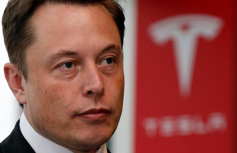 Tesla tombe encore, Musk perd son sang-froid