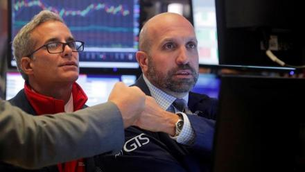 Wall Street campe sur ses sommets