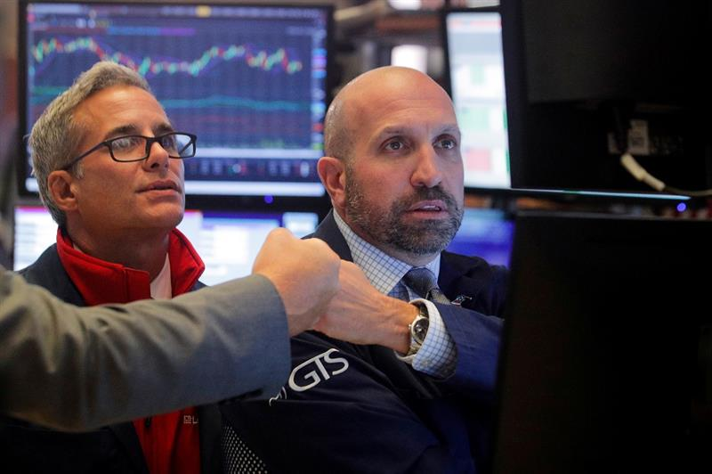 Wall Street solide sur les sommets